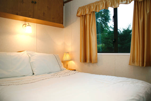 Wern-bach-caravan-bedroom-2